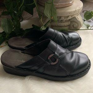 Clark's black Leather Clogs sz 8